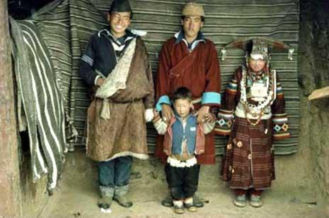 """尼泊尔延续""""一妻多夫""""制的村寨"""