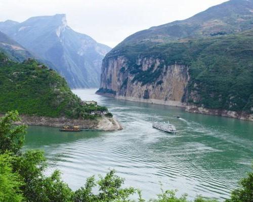 """万州登船/国内游船唯一观长江三峡全貌:""""瞿塘峡、巫峡、西陵峡""""的精华游产品. 水陆联运最完美的结合、最短的车程时间、最合理的行程安排"""